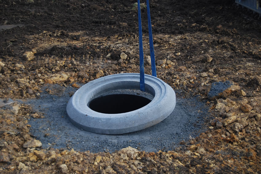 Plastic Manhole Chamber Installation - Assembling Distribution Ring