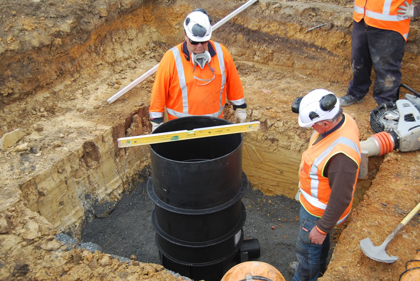 Plastic Manhole Chamber Installation - DN625 Levelling of Chamber